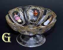 CLEAR GLASS BOWL WITH FIGURES IN PERIOD COSTUME